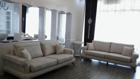 - Şengöksel Ailesinin sıcak ve samimi oturma odası