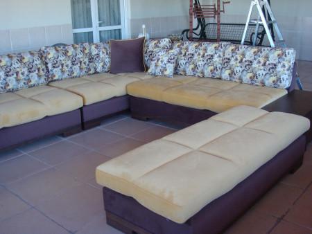 - Şahinler ailesinin terası için seçtikleri sarı-kahve köşe takımı (1)