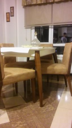 Hösükler ailesinin mutfakları için seçtikleri sırtı ahşap sandalye - Thumbnail