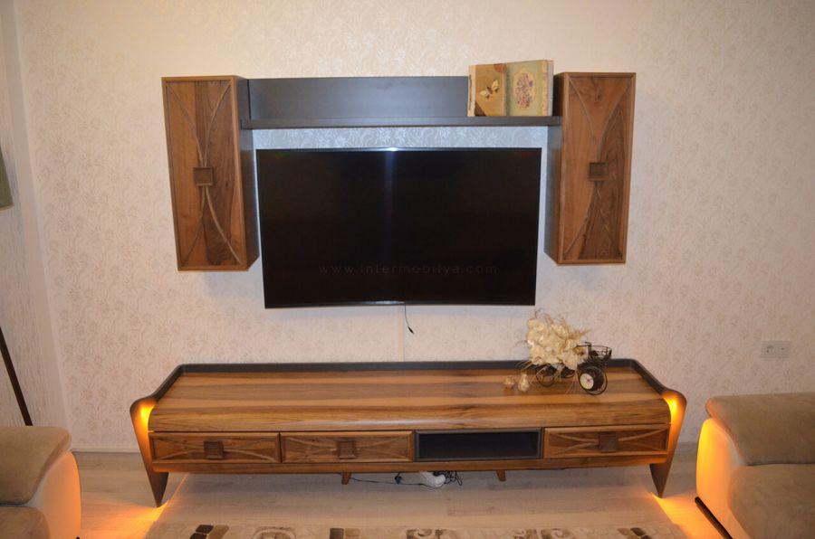 Onat Ailesi'nin ledli ahşap kaplamalı tv ünitesi