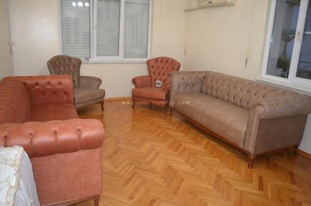 Kuyucu ailesinin sıcak ve samimi oturma odası