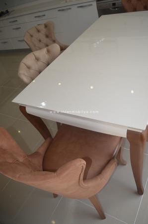 Kaplan ailesinin kullanışlı ve stil sahibi mutfak masası ve sandalyeleri - Thumbnail